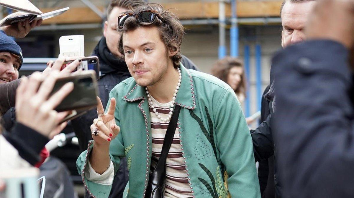 Harry Styles, abandonando los estudios de laBBC Radioen Londres, este viernes.