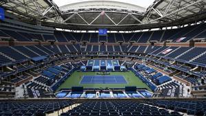 La central Arthur Ashe vacía el primer día de torneo.