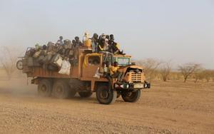 Inmigrantes africanos en su travesía por elSahara.