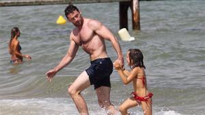 Hugh Jackman salva els seus fills en una platja de Sydney