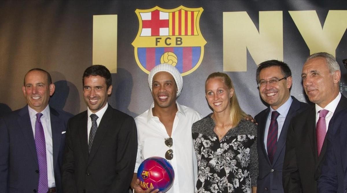 Raúl, en el acto con Ronaldinho, Bartomeu y Stoichkov, en Nueva York.