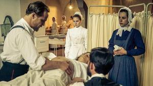 El doctor Behring, en 'Charite', a punto de descartar una cesárea, afortunadamente para la madre, mortalmente para la criatura.