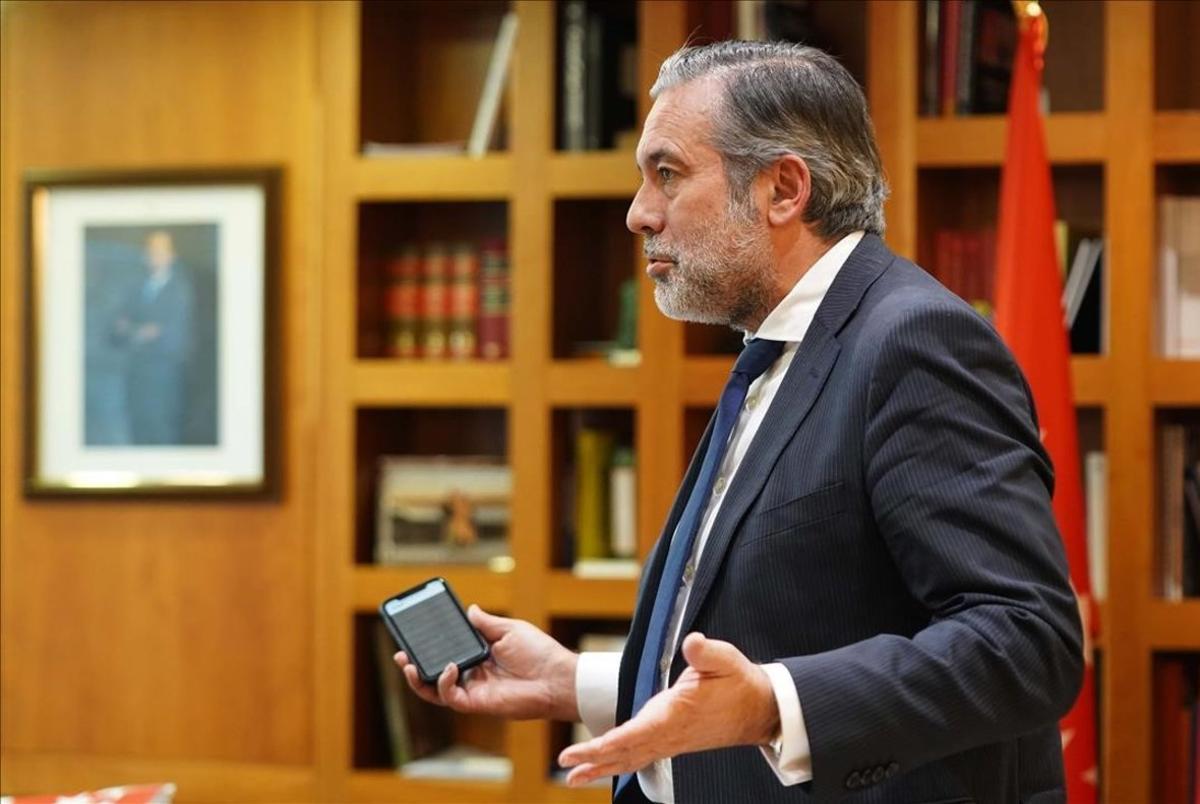 Entrevista a Enrique López y López , consejero de la Comunidad Autonoma de Madridde InteriorJusticia y Víctimas del Terrorismo.