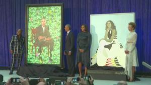 L'expresident nord-americà va desvelar el seu retrat oficial que penjarà a la Galeria Nacional del Retrat de Washington.