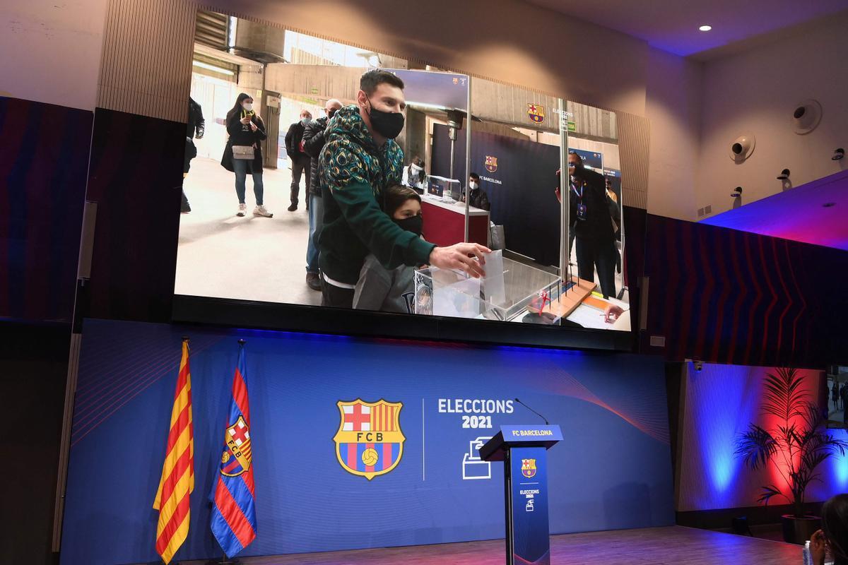 Messi vota junto a su hijo Thiago