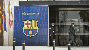 Los Mossos registran las oficinas del Barça.