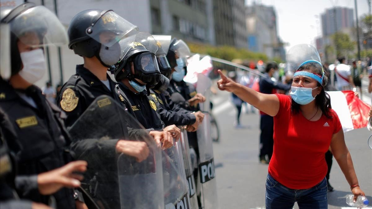Merino renuncia a la presidència del Perú enmig de fortes protestes en contra seu