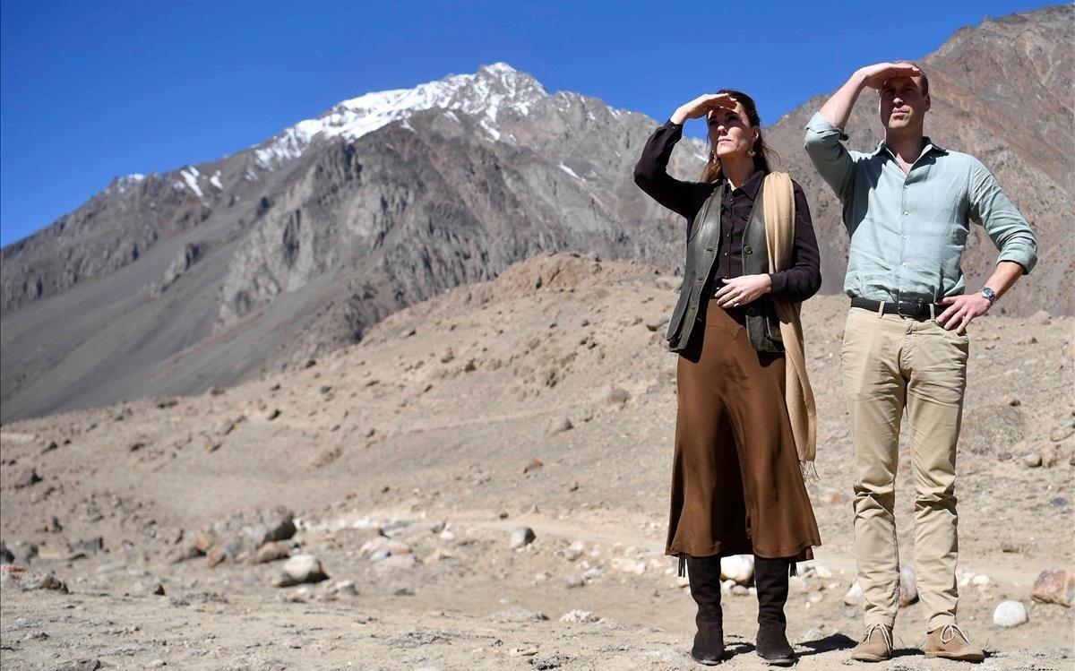 Los duques de Cambridge, en el glaciar Chiatibo, durante su viaje a Pakistán.