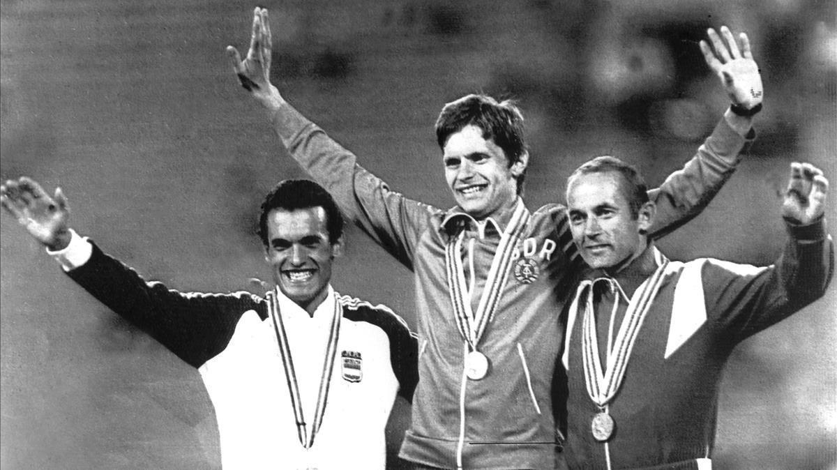 Jordi Llopart (izquierda), en el podio de los JJOO de Moscú-80.