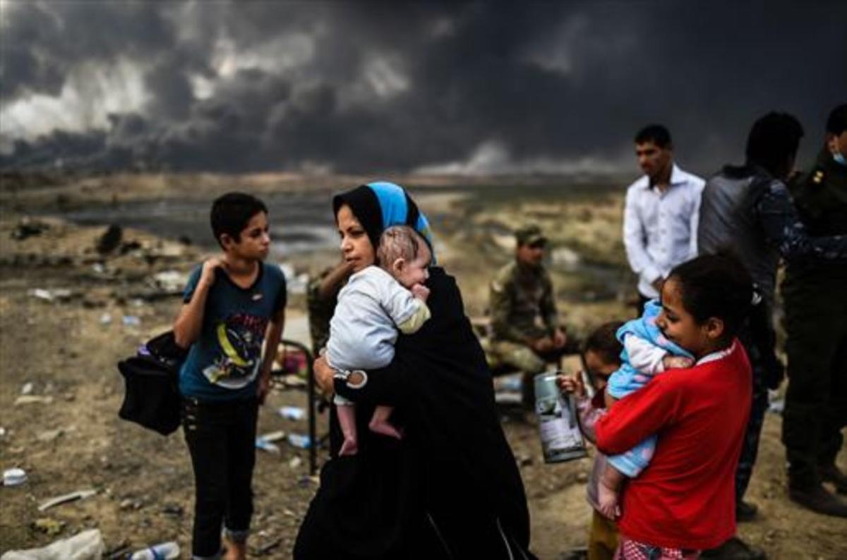 Familias desplazadas por la ofensiva gubernamental contra Mosul.