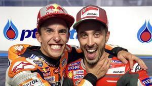 Marc Márquez (Honda) bromea con Andrea Dovizioso (Ducati).