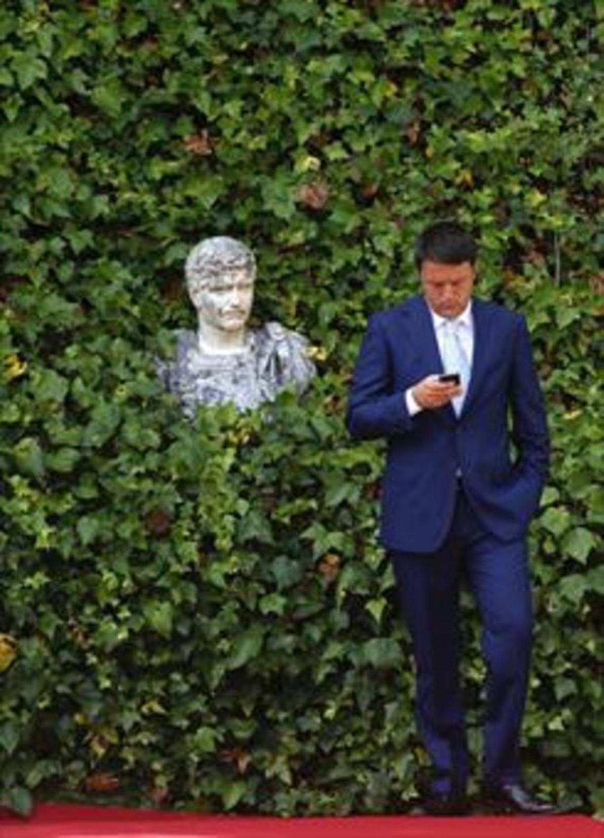 CONECTADO Renzi, antes de un encuentro oficial en Roma, en el 2014.
