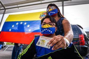 Más de seis millones de venezolanos votan en la consulta organizada por la oposición