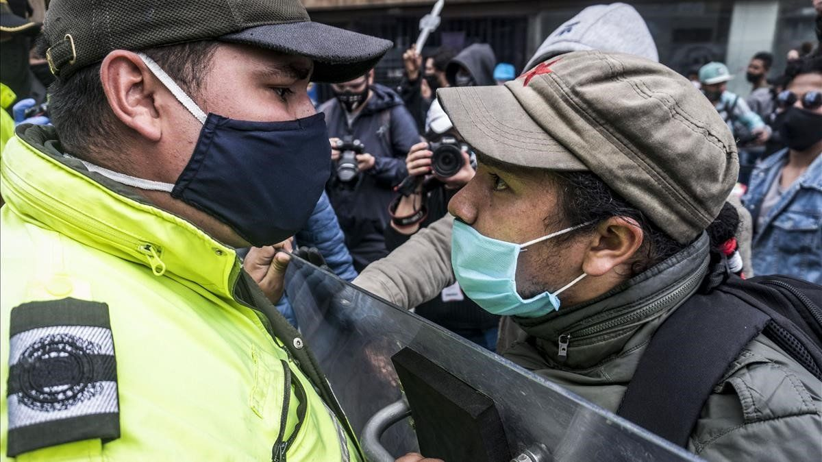 Manifestación en Bogotá contra el aumento de violencia en el país, este viernes.