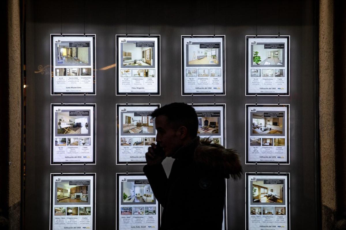 Imagen de archivo de una inmobiliaria en Barcelona