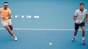 Nadal y Carreño jugando el dobles del Open de China. /AFP