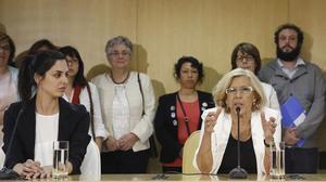 La concejala Rita Maestre y la alcaldesa de Madrid, Manuela Carmena.