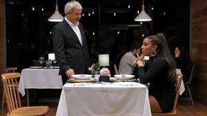 Carlos Sobera con Diana tras ser plantada por Pedro en 'First Dates'