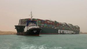 El atasco descomunal en Suez