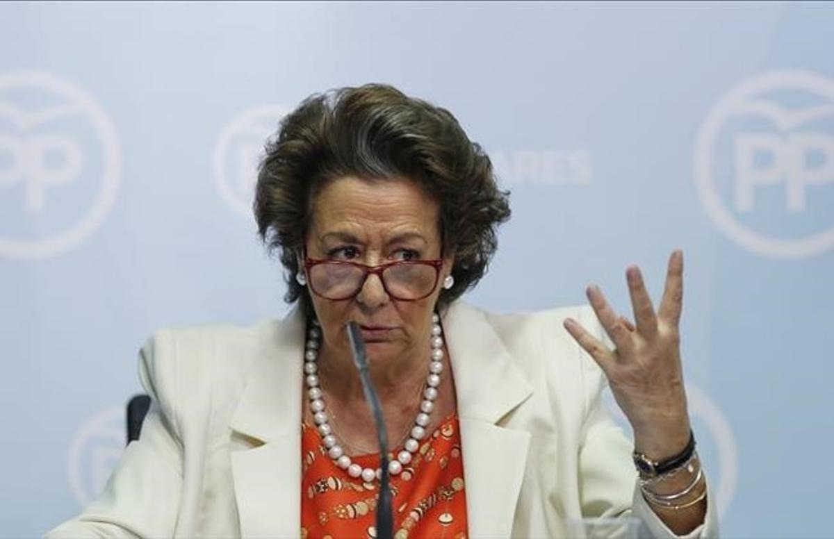 La exalcaldesa de Valencia y senadora del PP, Rita Barberá, durante la rueda de prensa en la que dio explicaciones por el 'caso Imelsa'.