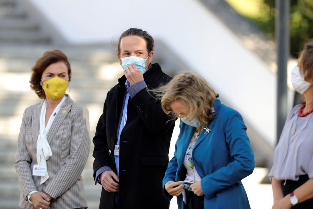 Pablo Iglesias, con las vicepresidentas Carmen Calvo, Nadia Calviño y Teresa Ribera, este 10 de octubre en Guarda (Portugal), en la XXI Cumbre Hispano-Lusa.