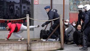 Gairebé 500 detinguts a Brussel·les després d'una marxa contra les restriccions