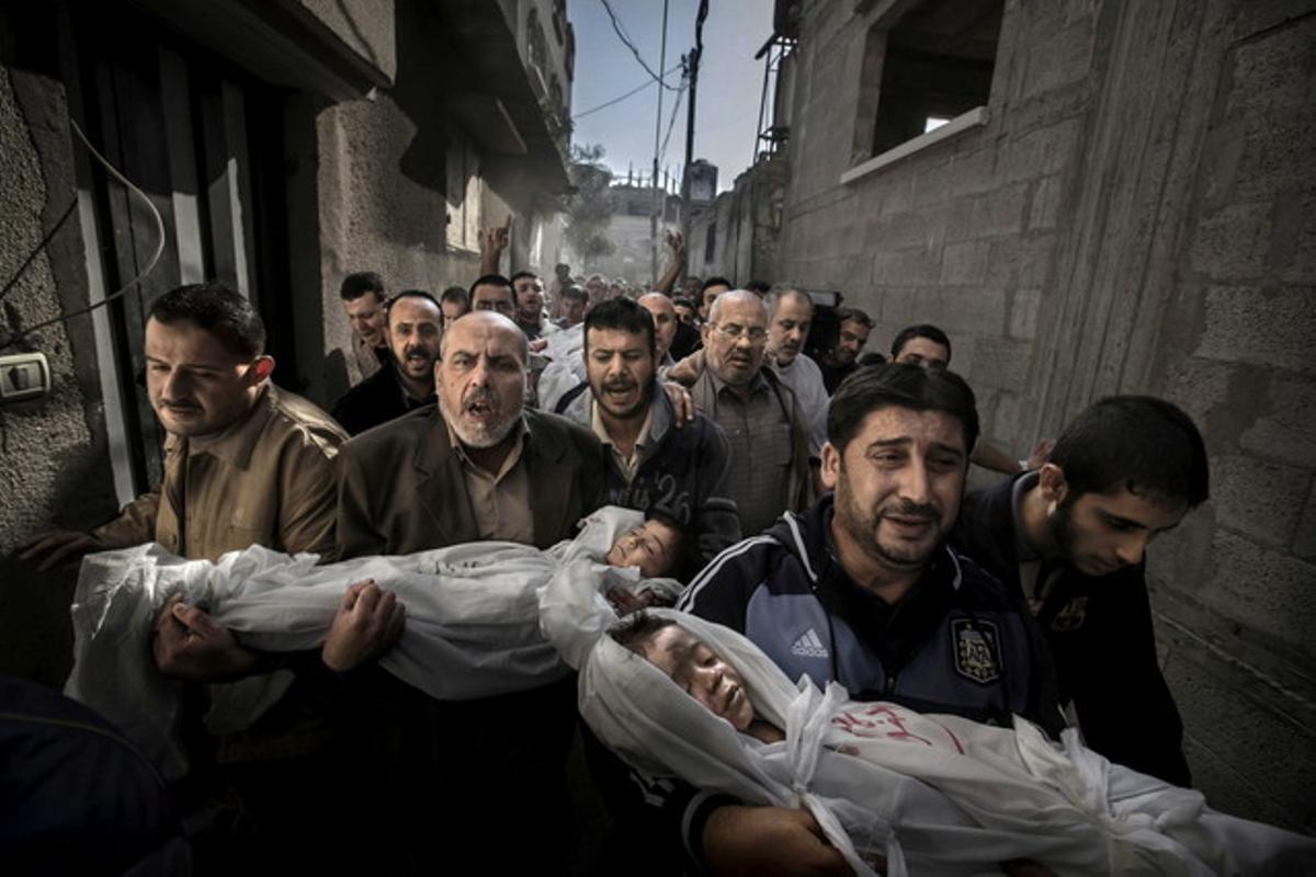 Fotografía ganadora del World Press Photo 2012, de Paul Hansen, que retrata el dolor en un funeral de una familia palestina.