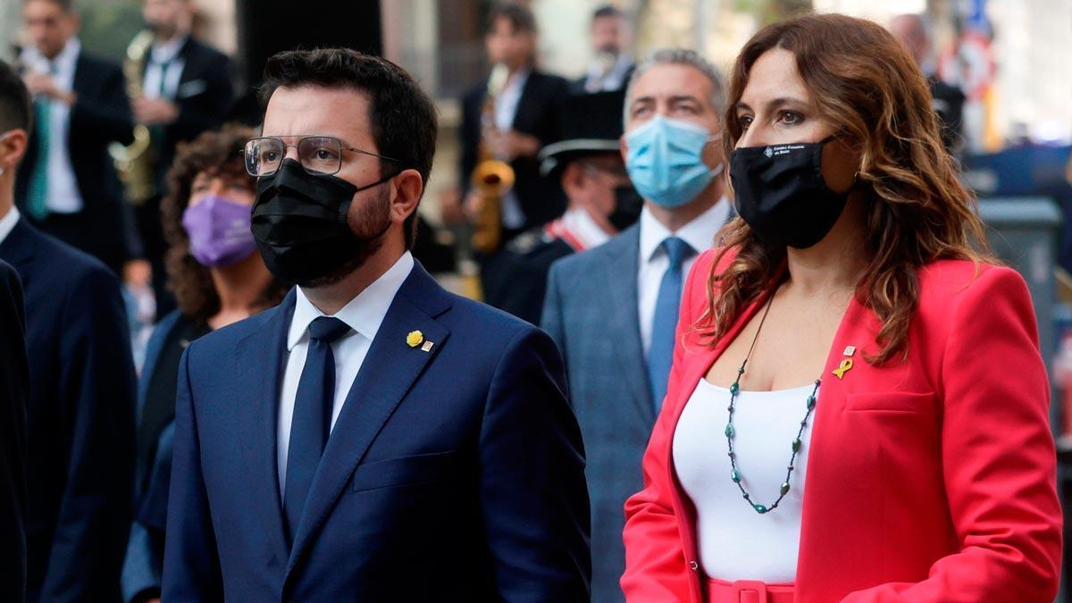 El Govern ofrece negociar la ampliación del Prat si respeta el medio ambiente. Así lo ha expresado hoy Laura Vilagrà (en la foto, junto a Pere Aragonès), durante la ofrenda floral al monumento de Rafael Casanova.
