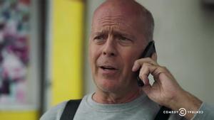 Bruce Willis, en el espot promocional de su 'Roast' enel canal Comedy Central.