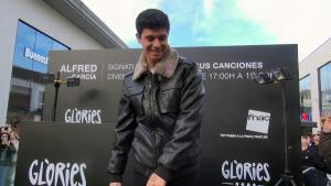 Alfred de OT firma en solitario en Barcelona.
