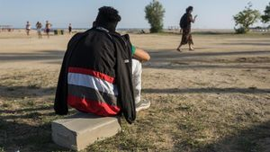 Un joven migrante extutelado en la playa de Ocata (El Masnou), el pasado viernes.