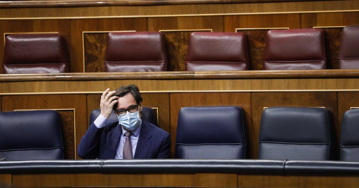 El ministro de Sanidad, Salvador Illa, en su escaño en el Congreso.