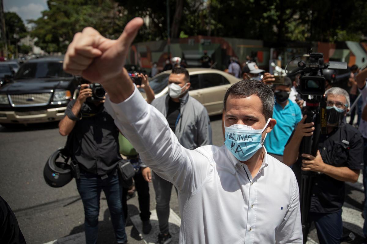 El líder opositor venezolano Juan Guaidó, en una protesta de trabajadores de la salud para exigir vacunas contra el covid-19, en Caracas (Venezuela).