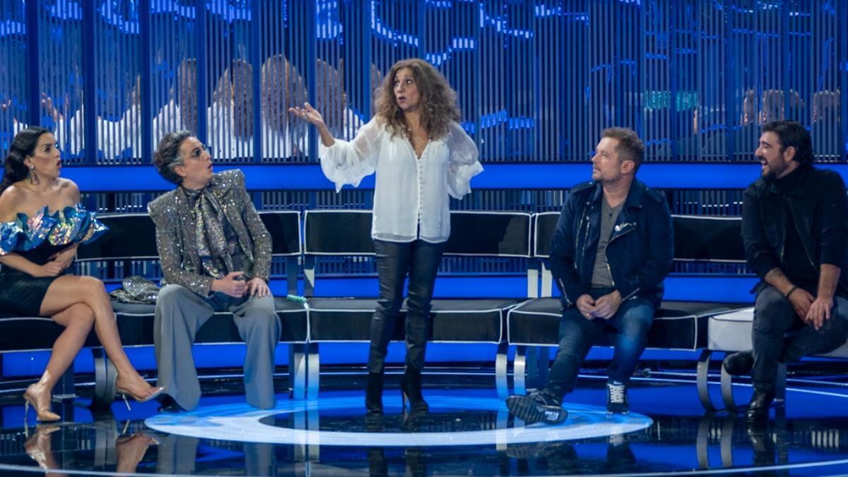 Lolita y Antonio Orozco junto a los asesores de 'Veo como cantas'