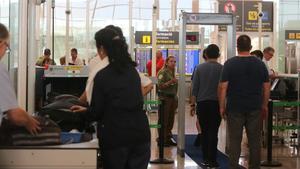 Uno de los controles del aeropuerto de El Prat, el pasado agosto.