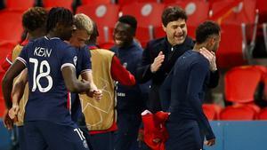 Pochettino felicita a Neymar tras lograr el pase a semifinales.