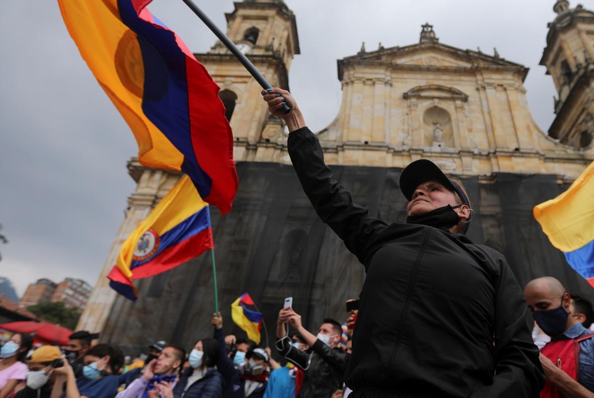 Duque despliega la fuerza pública colombiana para abrir vías bloqueadas