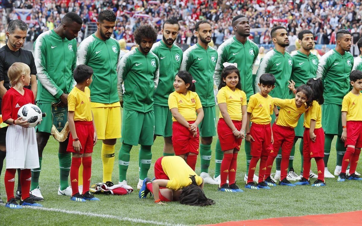 Los jugadores de Arabia Saudí, en el partido inagural contra la selección de Rusia.