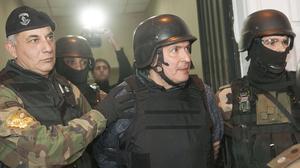 El político argentino José López (centro), tras su detenciónen junio del 2016.