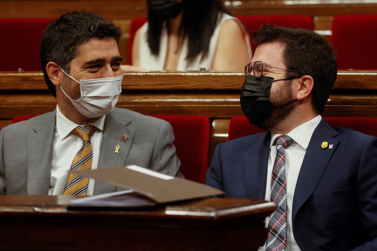 Puigneró y Aragonès, en el Parlament.