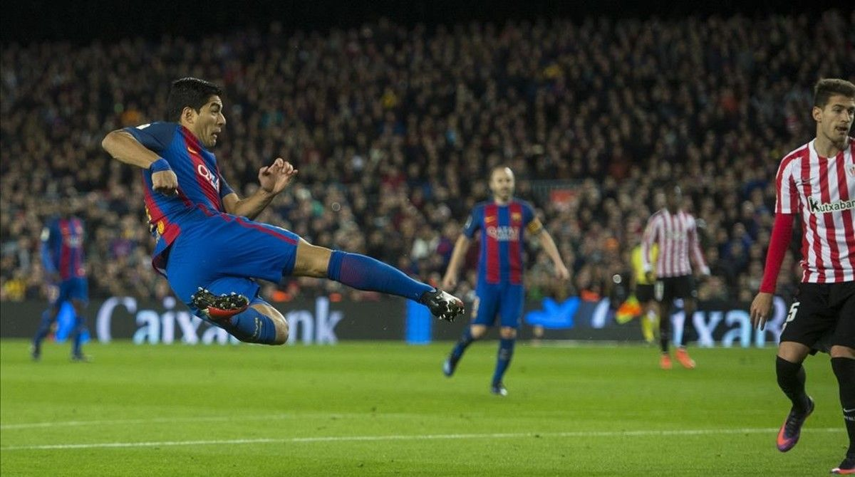 Suárez, con un espectacular disparo, firma el 1-0 al Athletic en el Camp Nou.
