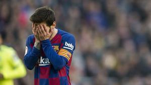 Messi se lamenta de una acción ante el Getafe en la que el colegiado no pitó falta.