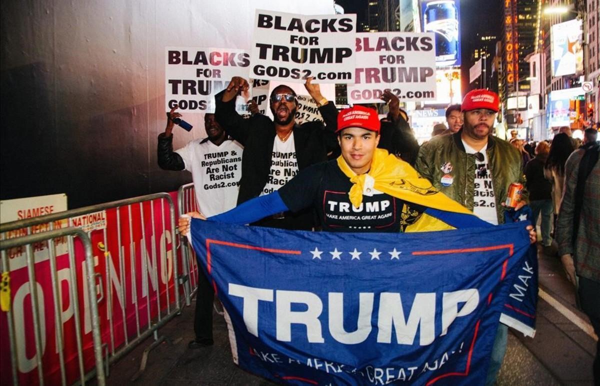 Seguidores de Donald Trump en el Times Square de Nueva York.