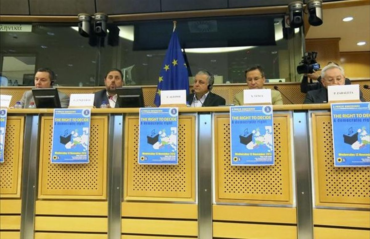 El presidente de ERC, Oriol Junqueras, este miércoles, 13 de noviembre, en una conferencia en el Parlamento Europeo. EFE / CLAUDIA MORÁN