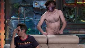 El hombre desnudo regresa a 'La resistencia' y sorprende a Berto Romero