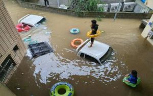 Inundaciones por las fuertes lluvias en un edificio de Corea del Sur.