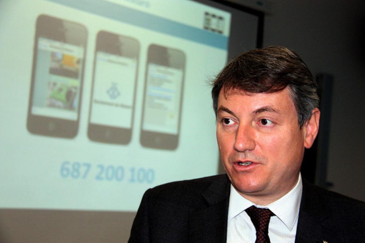 El alcalde de Mataró, Joan Mora, después de presentar las nuevas funcionalidades de Whatsapp promovidas por el gobierno que encabeza.