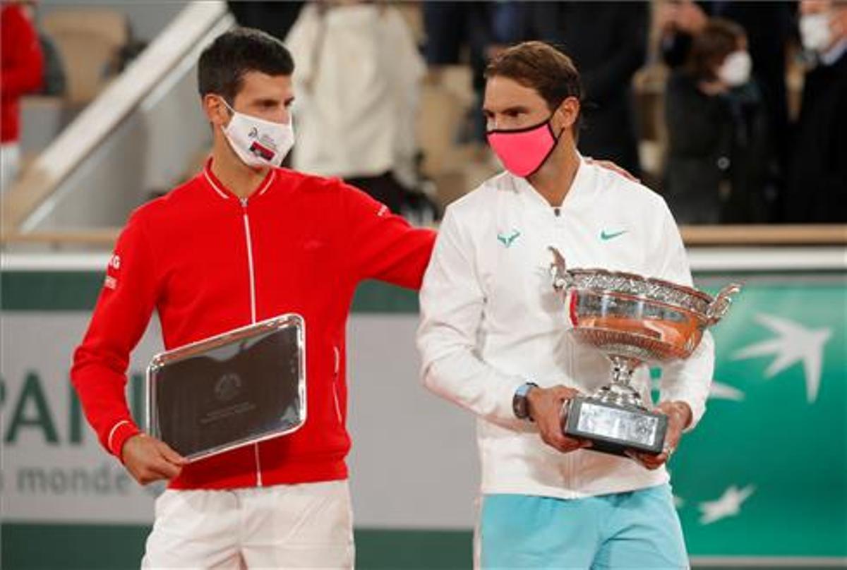 Djokovic y Nadal, tras la final de Roland Garros de 2020.
