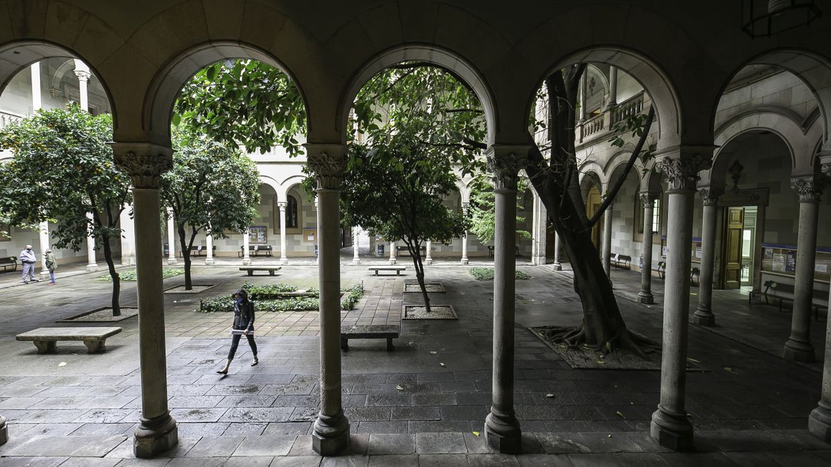 El claustro de la Universitat de Barcelona, en el edificio histórico de Gran Via