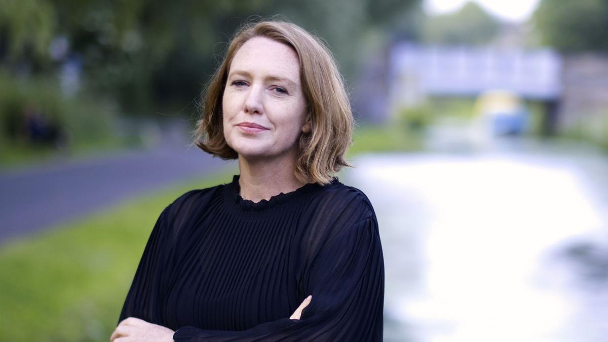 La escritora británica Paula Hawkins.
